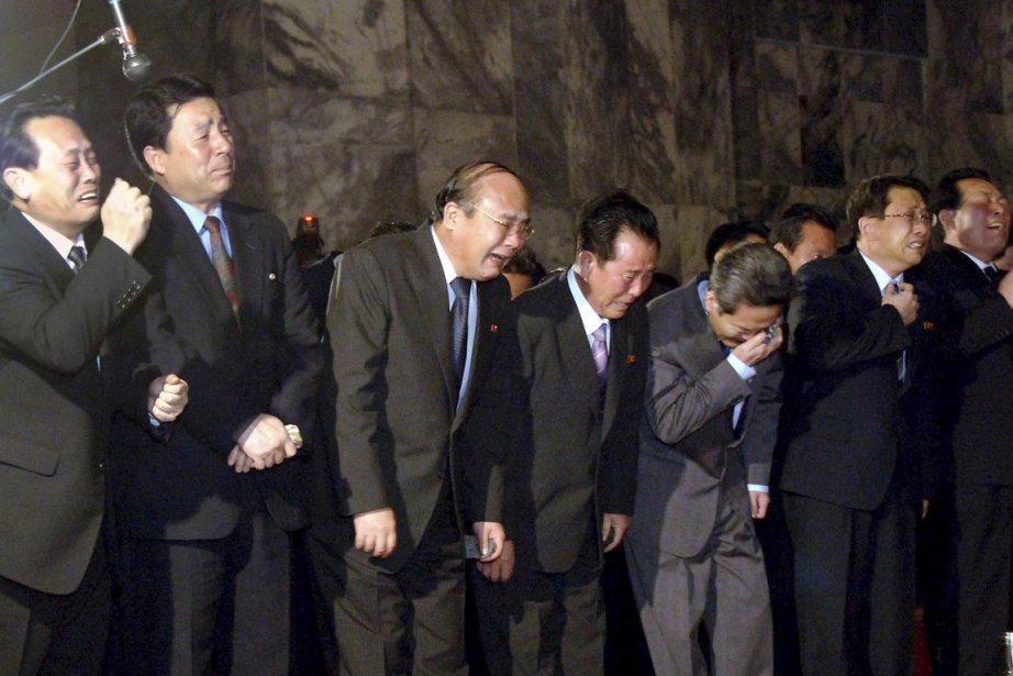 Des Nord-Coréens pleurent la mort de leur «Cher... (Photo: Reuters/KCNA)