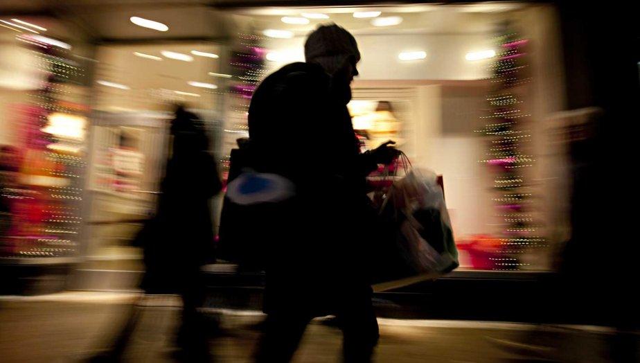 Magasinage avant les Fêtes dans les rues de... (Photo François Roy, La Presse)