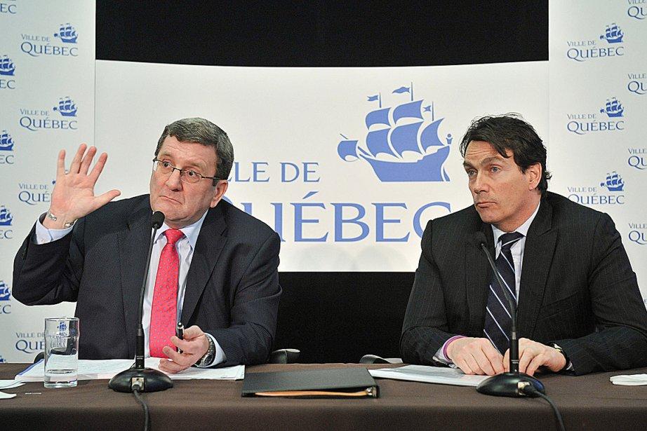Régis Labeaume et Pierre Karl Péladeau, lors de... (Photothèque Le Soleil, Steve Deschênes)