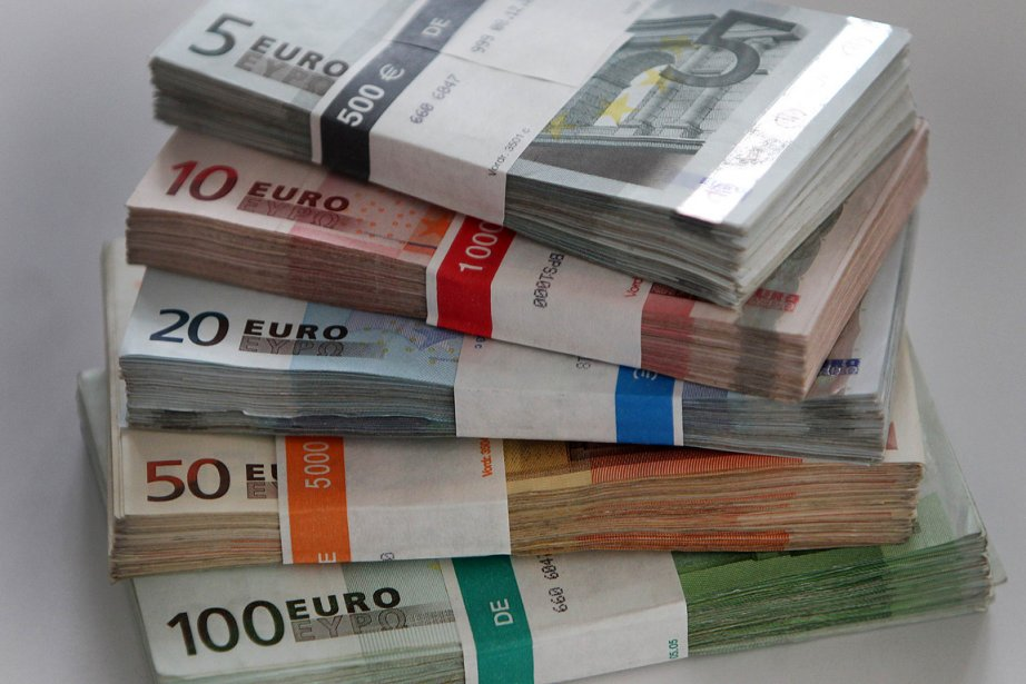 L'euro était en légère baisse face au dollar tout comme face au... (Photo: AFP)