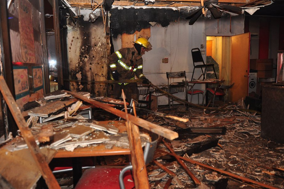 L'incendie a fait rage vers 20 heures dans... (Photo: Sylvain Ryan, collaboration spéciale)