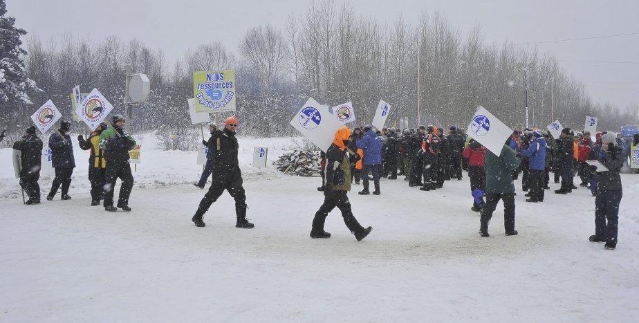 31 DÉCEMBRE Une centaine de syndiqués étaient au poste samedi après-midi. | 1 janvier 2012