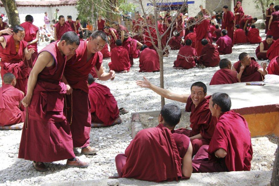 Des moines à Lhassa.... (Photo Isabelle Ducas, collaboration spéciale)