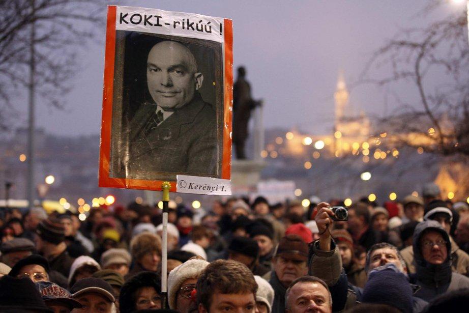Des citoyens de la Hongrie étaient descendus dans... (Photo: Reuters)