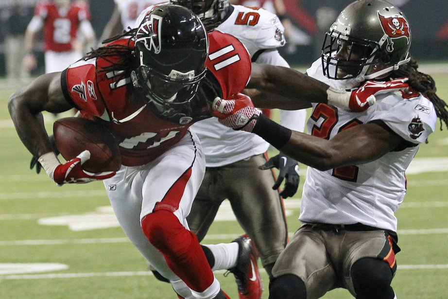 Julio Jones (11) a capté deux passes de... (Photo: John Bazemore, AP)