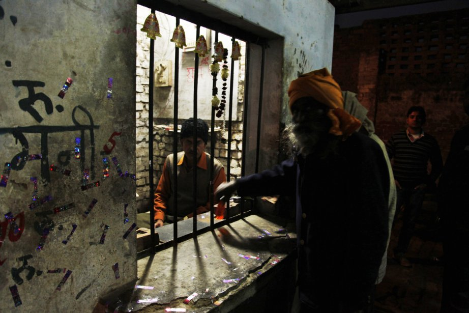 Les boissons pourraient avoir été contaminées avec du... (Photo: Rajesh Kumar Singh, AP)