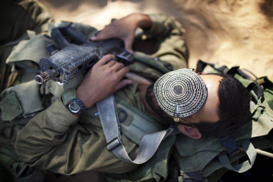 Tel Aviv incite les jeunes venant de finir... (Photo: Menahem Kahana, AFP)