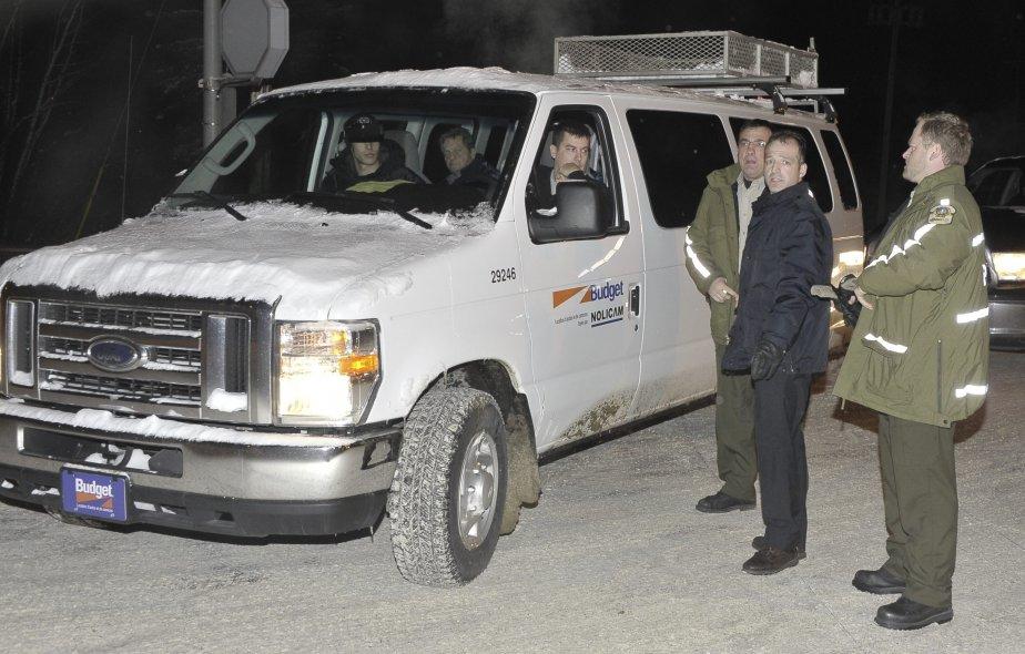 La soirée s'annonçait plutôt calme sur les lignes de piquetage samedi, jusqu'à ce qu'une fourgonnette remplie d'une dizaine de gardiens de sécurité annonce son intention de se rendre à l'usine. Les syndiqués ont vigoureusement fait connaître leur mécontentement au conducteur du véhicule et aux passagers. | 2 janvier 2012
