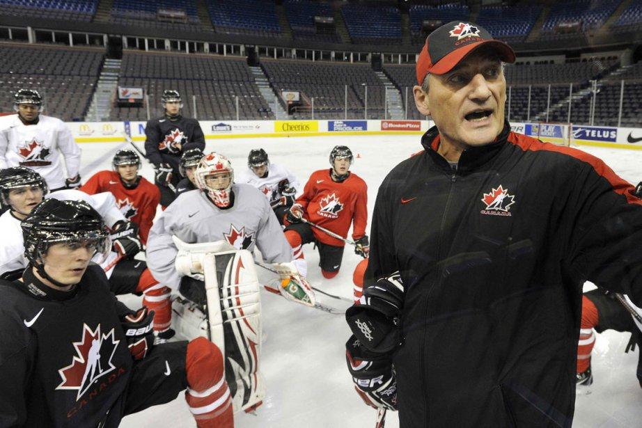 L'entraîneur de l'équipe canadienne de hockey junior, Don... (Photo: Reuters)