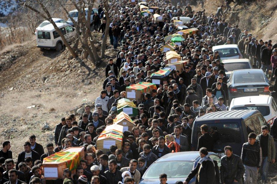 Vendredi, des milliers de Kurdes en colère ont... (Photo: Bulent Kilic, Agence France-Presse)