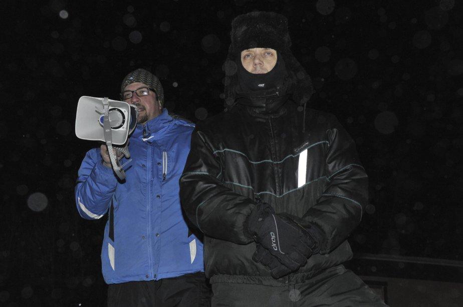 LOCK-OUT JOUR 2 (2 janvier) Le représentant des Métallos, Dominic Lemieux, et le président du STAA, Marc Maltais, ont demandé aux syndiqués de ne pas poser de gestes disgracieux. | 3 janvier 2012