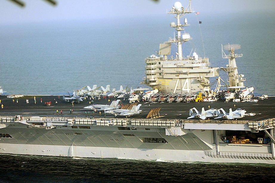 Le porte-avions américain John C. Stennis, stationné dans... (Photo: AFP)