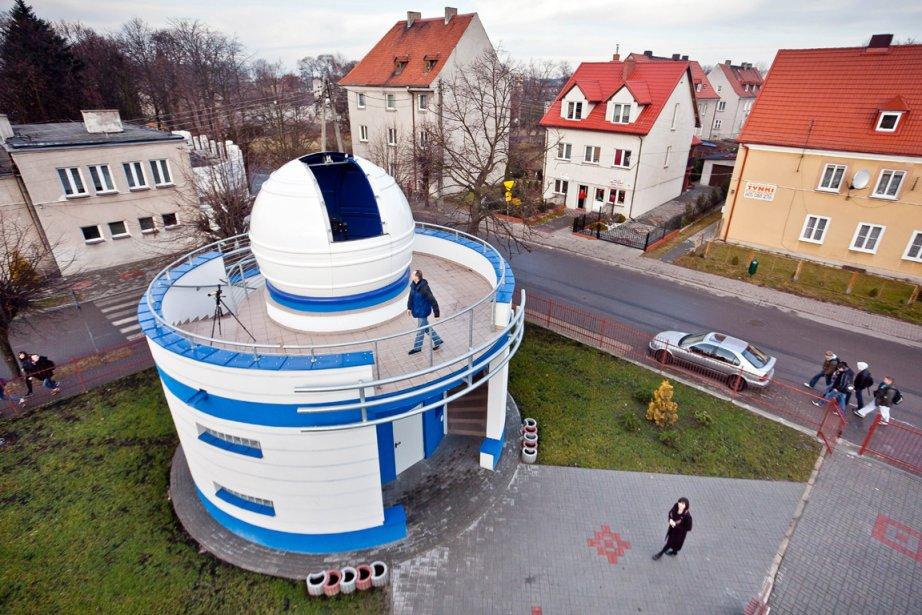Peint en blanc et bleu, l'observatoire de Jablonowoa... (Photo: AFP)