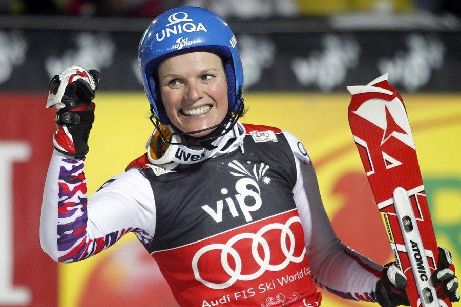 L'Autrichienne Marlies Schild est devenue la première skieuse... (Photo: AP)