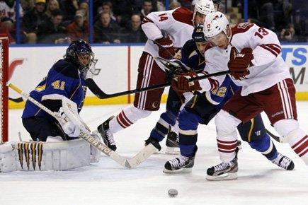 Jaroslav Halak a stoppé 34 tirs et les Blues de St. Louis ont... (Photo: AP)