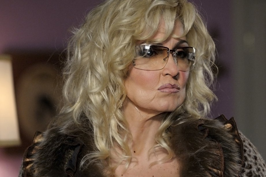 Véronique Cloutier imite Michèle Richard au Bye Bye... (Photo: Radio-Canada)