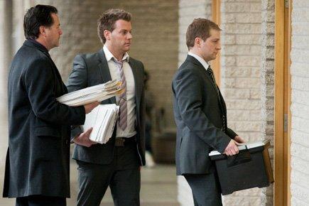 Les enquêteurs à leur entrée mercredi au palais... (Photo: Edouard Plante-Fréchette, La Presse)