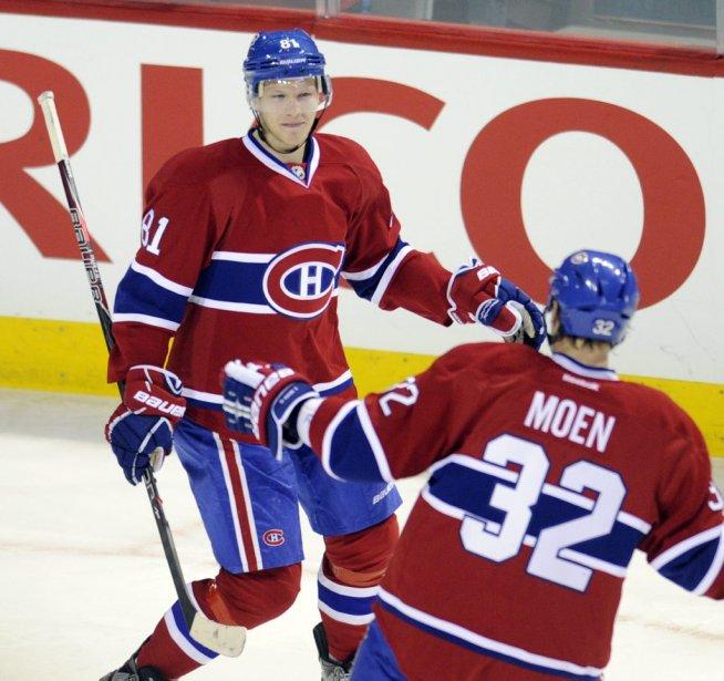 Lars Eller célèbre son but, le deuxième du Canadien, avec Travis Moen. (Bernard Brault, La Presse)