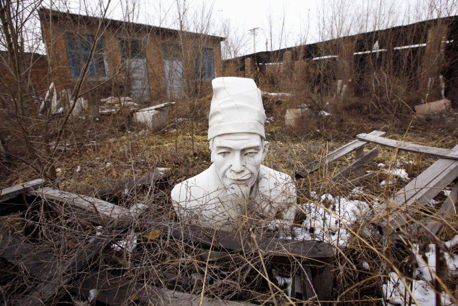 Un buste de Confucius est aperçu sur le... (Photo: David Gray, Reuters)