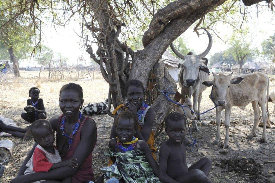 Des femmes et des enfants, déplacés par les... (Photo: Isaac Billy, Reuters)