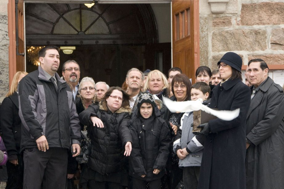 La famille de Maxime laisse s'envoler une colombe... (PHOTO STÉPHANIE MANTHA, La VOix de l'Est)