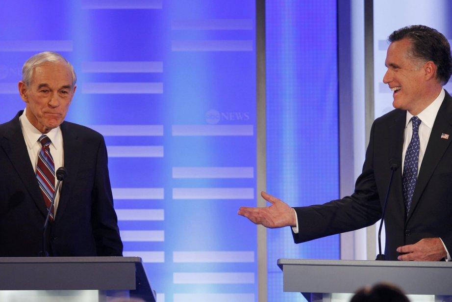 Les candidats à l'investiture républicaine Ron Paul (gauche),... (Photo: MIKE SEGAR, Reuters)