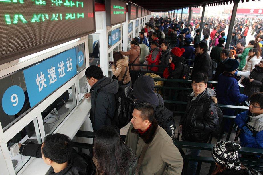 La gare de Pékin était en effervescence dimanche... (Photo: AFP)