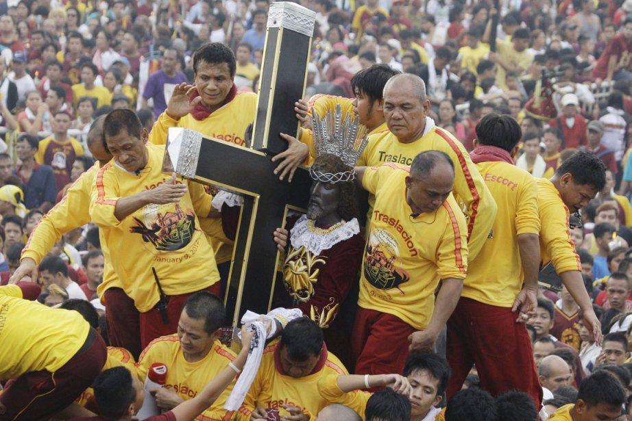 Les 94 millions de Philippins sont catholiques à... (Photo: Aaron Favila, AP)