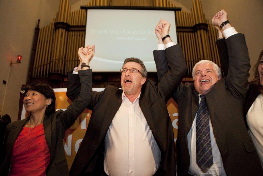Craig Scott (au centre) a célébré son investiture... (Photo: PC)