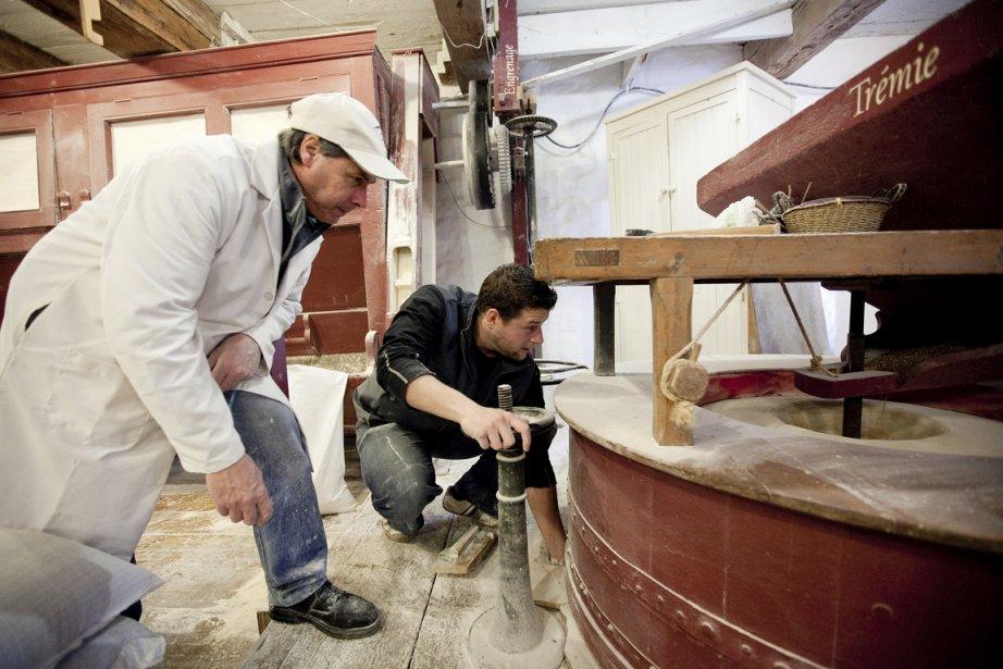 Daniel Saint-Pierre et son «apprenti » Martin Trudel... (Photo Marco Campanozzi, La Presse)