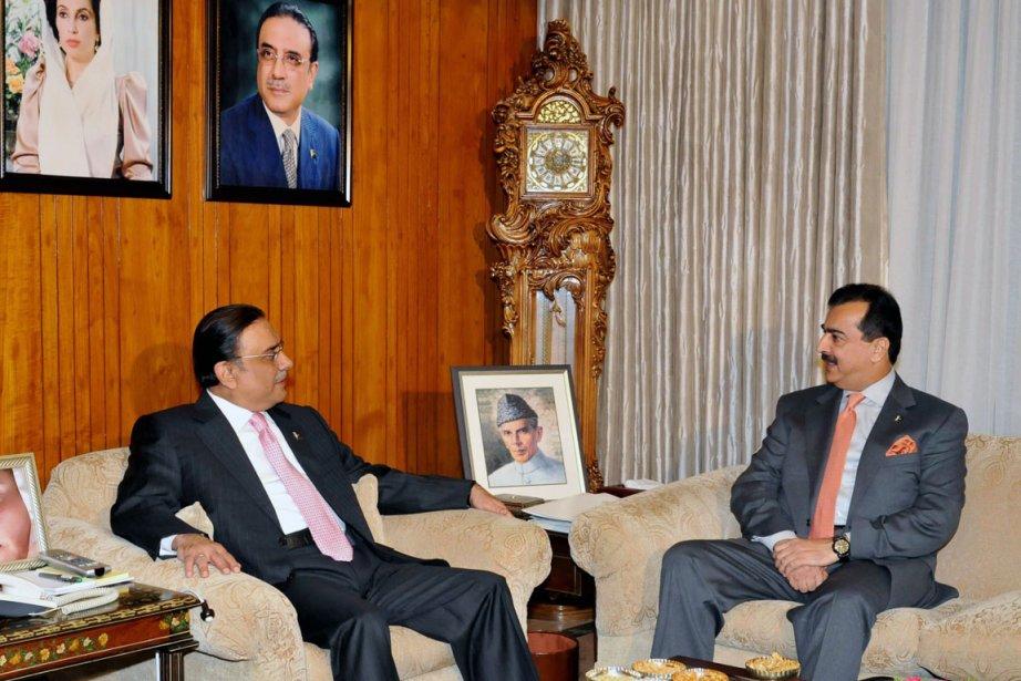 Le  président Asif Ali Zardari (à gauche)... (Photo: Archives AFP)