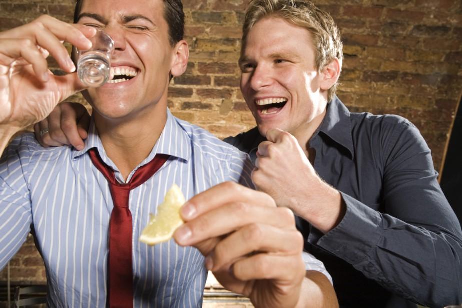 Les adultes aux États-Unis se livrent à des beuveries quatre fois... (Photos.com)