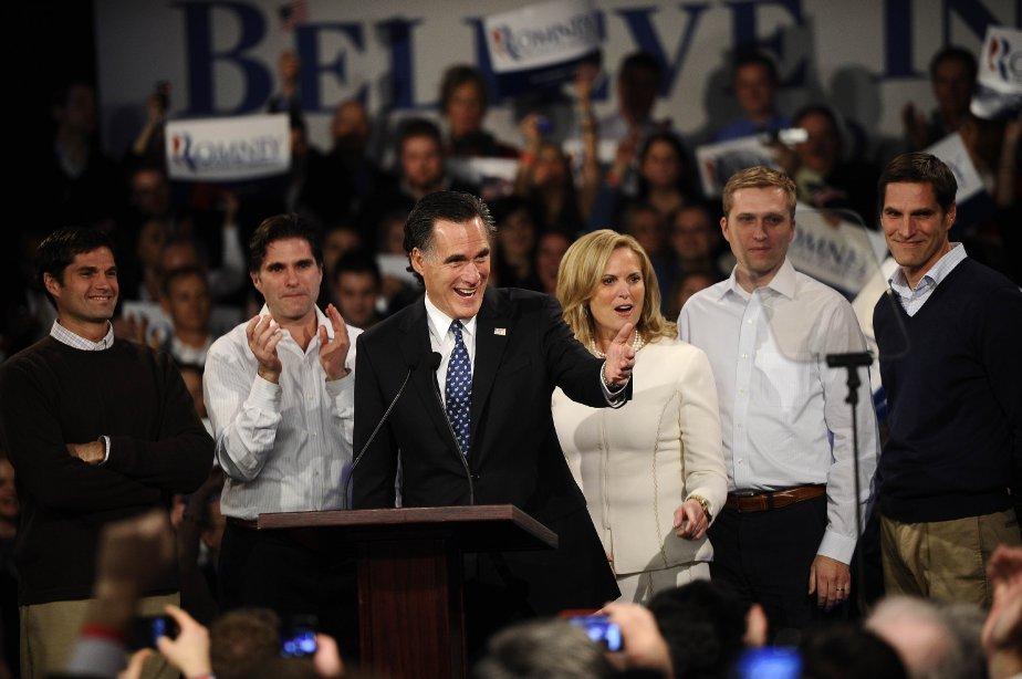 Mitt Romney (au centre) a célébré sa victoire... (Photo: Emmanuel Dunand, AFP)
