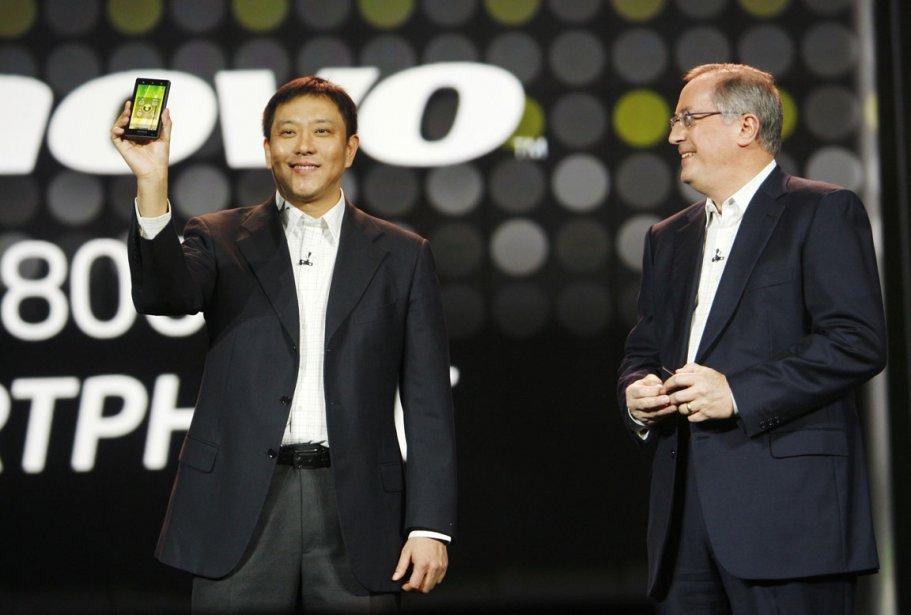 Le vice-président de Lenovo Liu Jun présente son... (Reuters)