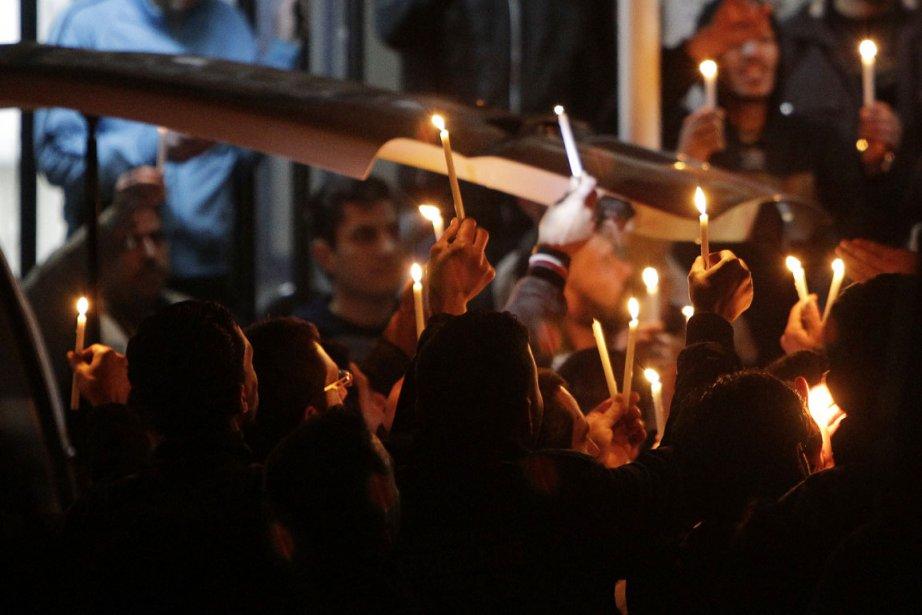 Plusieurs Syriens ont tenu une vigile alors que... (Photo: Joseph Eid, AFP)