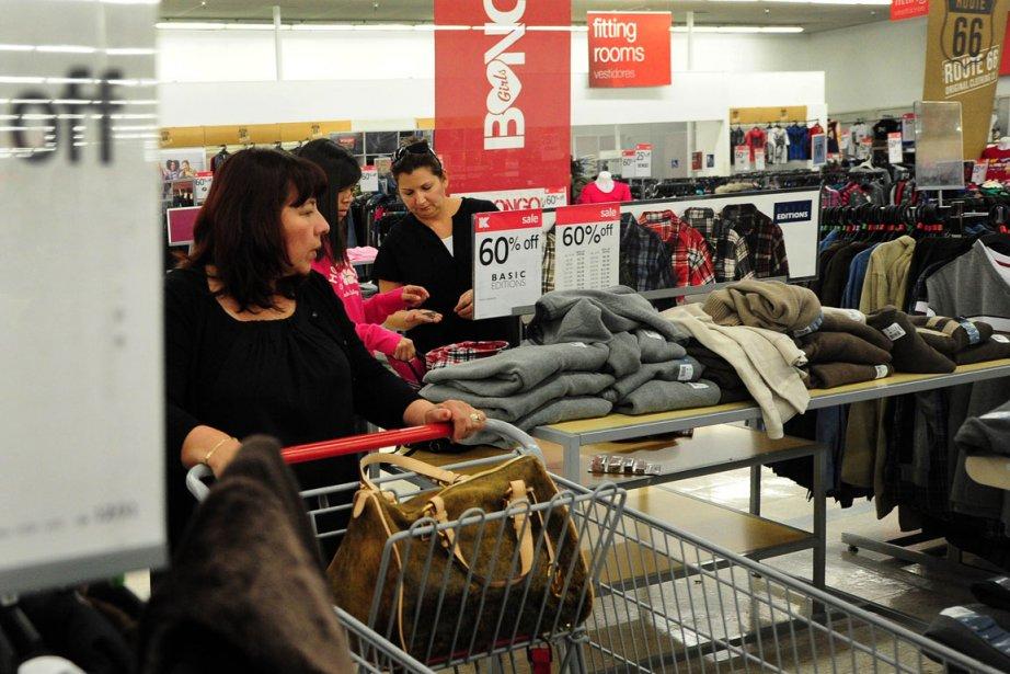 «La confiance des consommateurs a baissé légèrement en... (Photo Archives AFP)