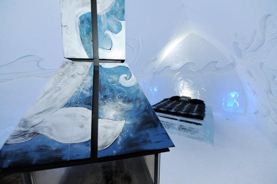 Cette année, l'entreprise de Québec Don-Bar a conçu des foyers magnifiques. Ils ne chauffent pas, mais ils s'accordent au thème de l'Hôtel de Glace, Le Québec nordique. | 15 janvier 2012