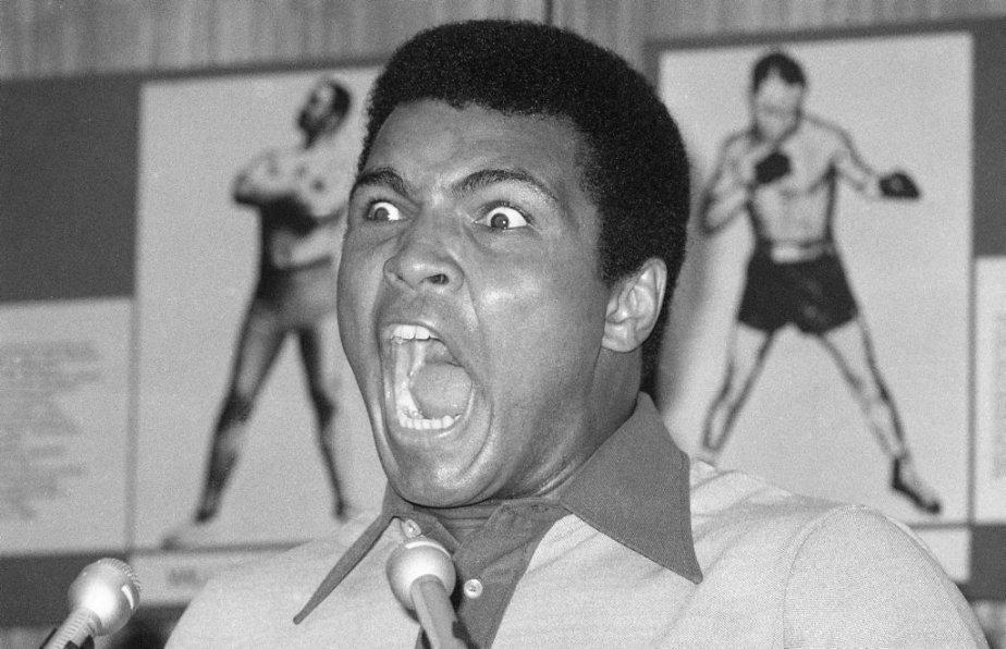 Mohamed Ali en 1974 lors d'un point de presse au Madison Square Garden. - 460178-mohamed-ali-1974-lors-point