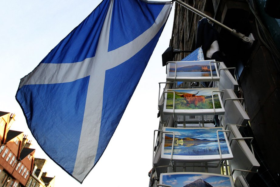 Sur la photo, un drapeau écossais flotte dans... (Photo: Reuters)