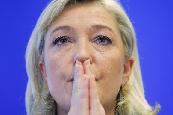 Marine Le Pen obtiendrait un score de 17%... (Photo: Jacques Brinon, Archives AP)