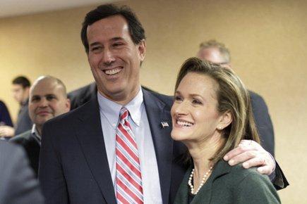 RickSantorum et sa femme KarenGarverSantorum lors des caucus... (Photo: Reuters)