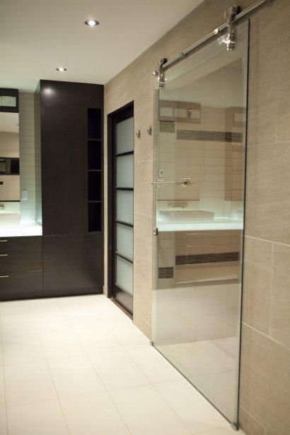 Un spa la maison en cadeau d 39 anniversaire marie france l ger design for Portes de douche en verre