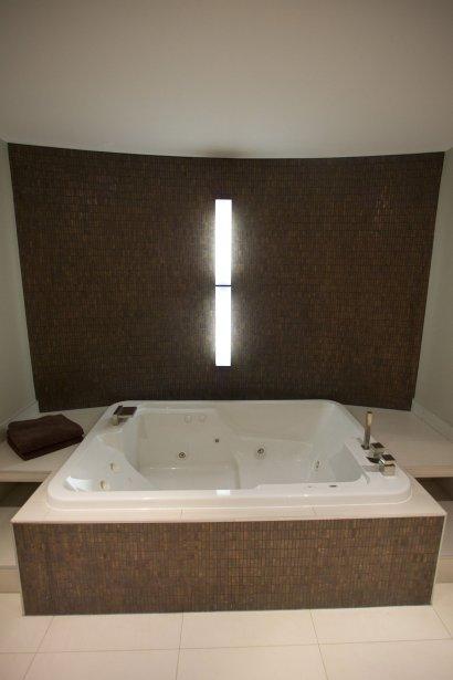 un spa la maison en cadeau d 39 anniversaire marie france l ger design. Black Bedroom Furniture Sets. Home Design Ideas