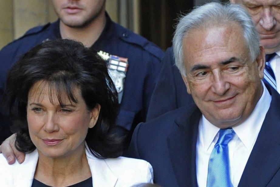 La journaliste française Anne Sinclair et son époux... (Photo: Louis Lanzano, AP)