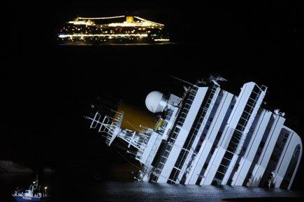 Les plongeurs des garde-côtes ont découvert cinq nouveaux corps... (Photo: AFP)