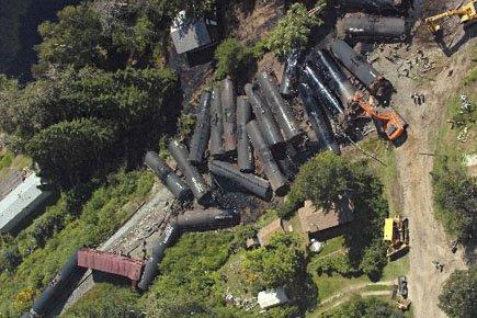 Plusieurs wagons d'un train de marchandise du Canadien National... (Photo: PC)