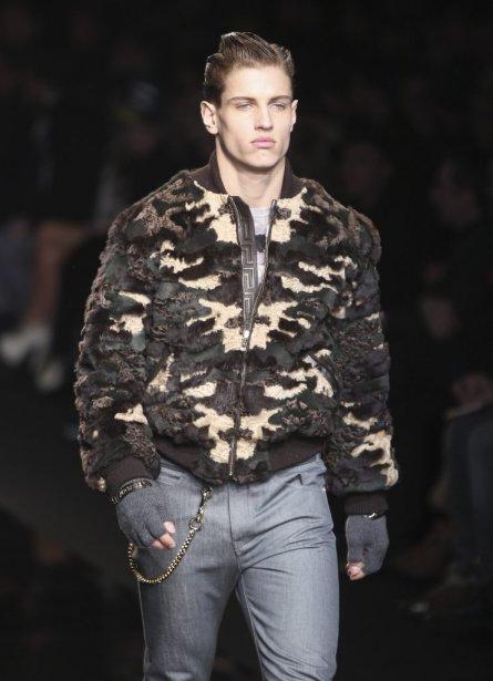 Création de Versace, présentée lors de la Semaine de mode... | 2012-01-19 00:00:00.000