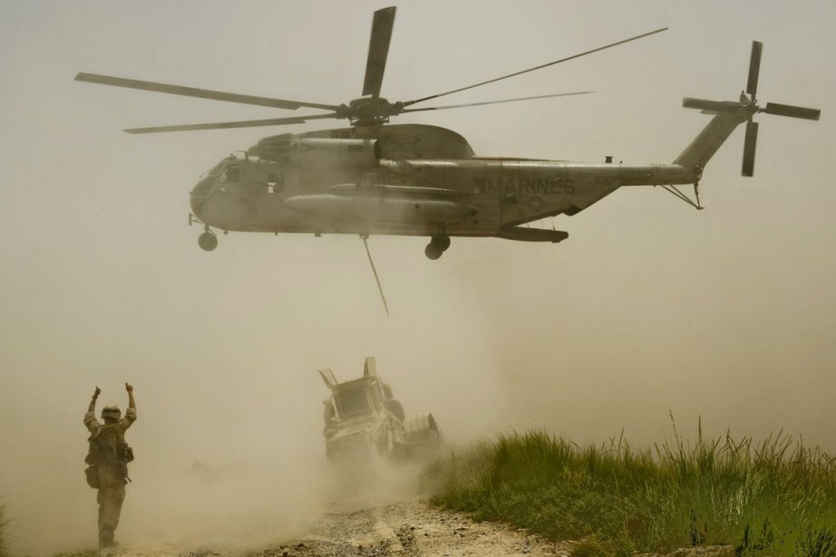 L'hélicoptère, un CH-53 Sea Stallion, s'est écrasé pour... (Photo: Manpreet Romana, AFP)