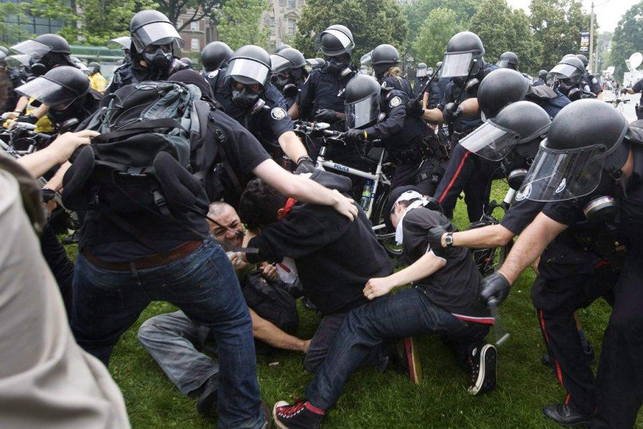 Plusieurs avaient critiqué les policiers d'avoir usé d'une... (Photo: Darren Calabrese, PC)