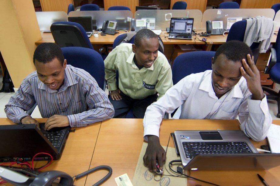 Cinq employés, cinq ordinateurs, et une... (Photo Robert Skinner, La Presse)